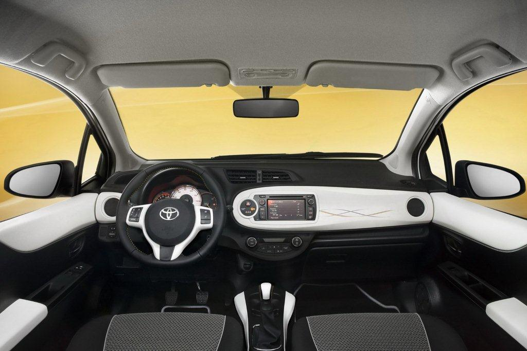 Toyota yaris trend for Interieur yaris